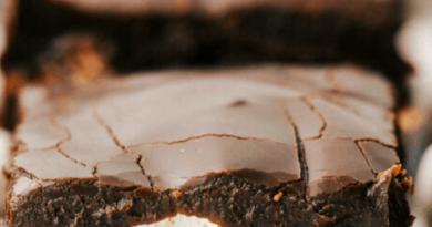 Mississippi Mudslide Bars {Mississippi Mud Brownies}